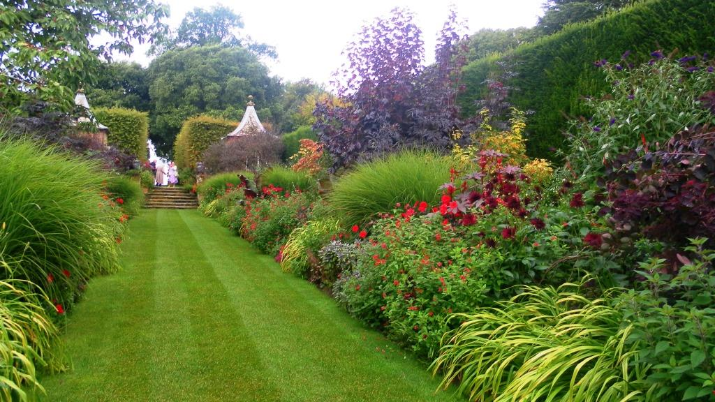 52. Hidcote Gardens - red borders