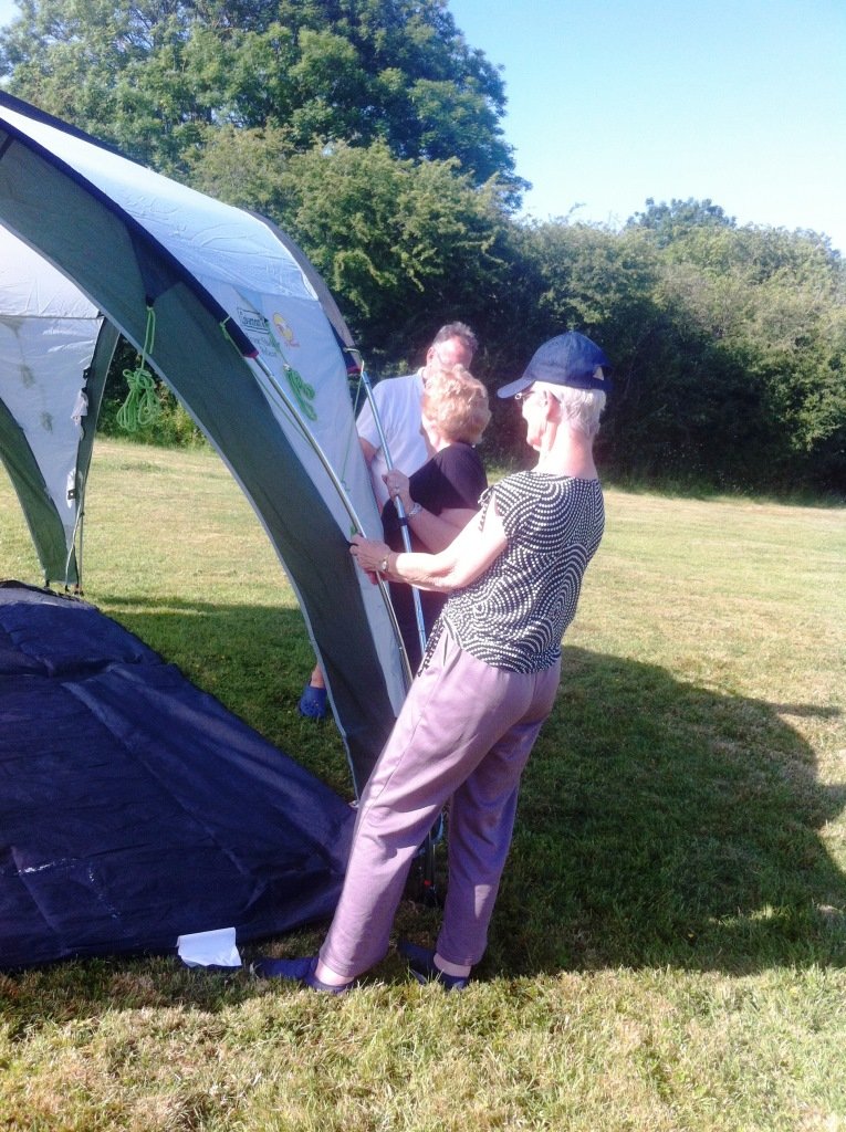 03. Betty holds the tent down