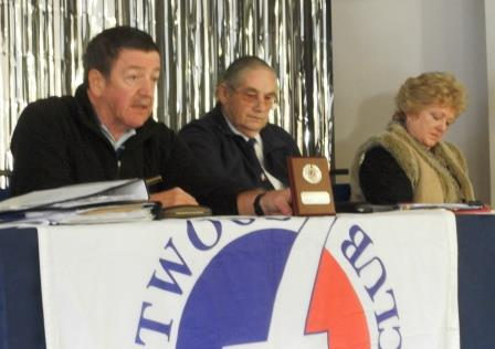 08. Allan shows the Past Chairman plaque for Alan Robertson to the members