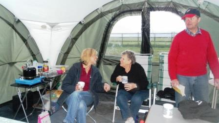 07. Jackie and Wendy enjoy a cuppa