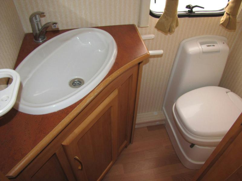 2004 Colchester 560-EK Bathroom
