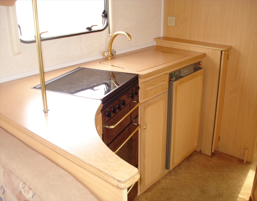 1999 Heritage 600-EB Kitchen