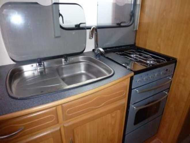 2002 Heritage 600-ES Sink and Cooker