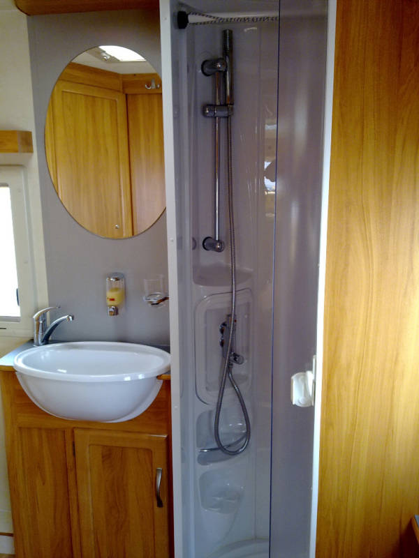 2006 Heritage 640-CB Shower