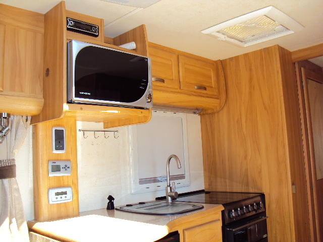 2008 Heritage 560-4 Kitchen 2
