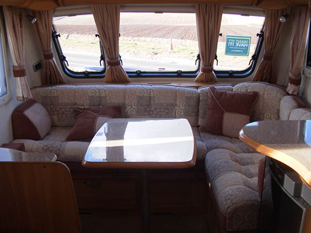 2008 Heritage 560-4 L shaped lounge